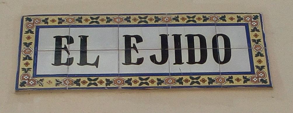 Rótulo de la calle El Ejido de Dos Hermanas