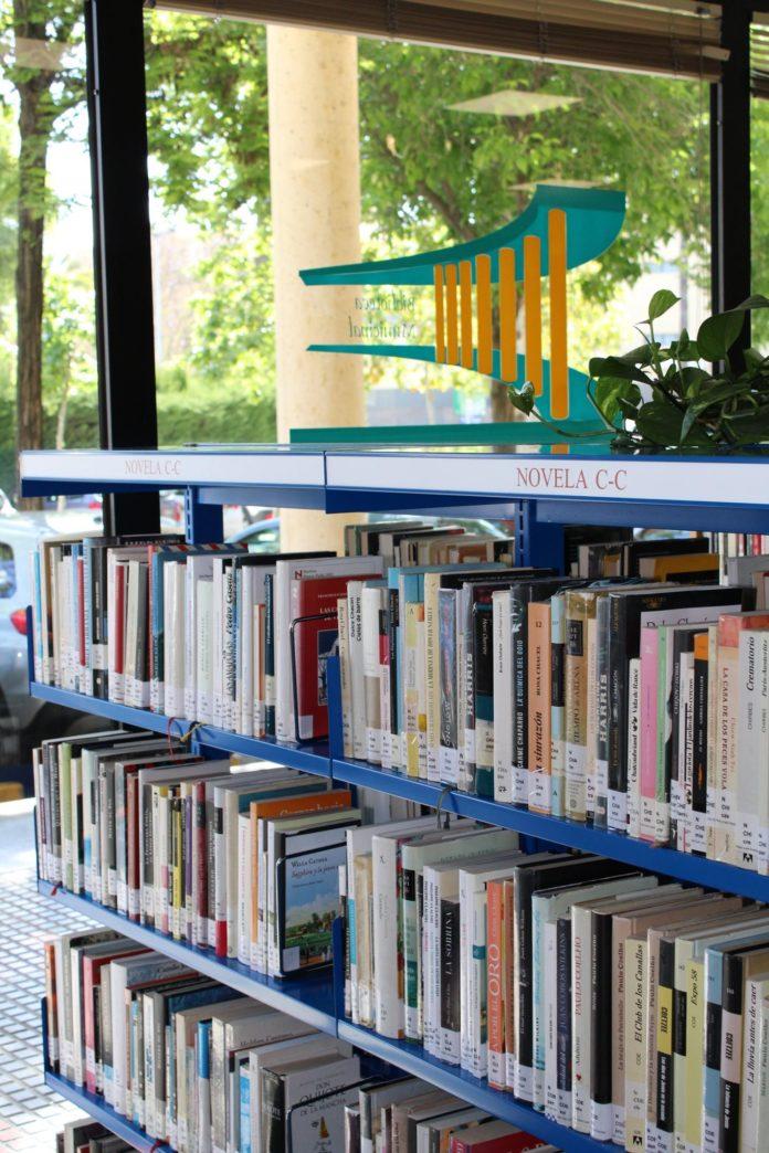 entre las bibliotecas